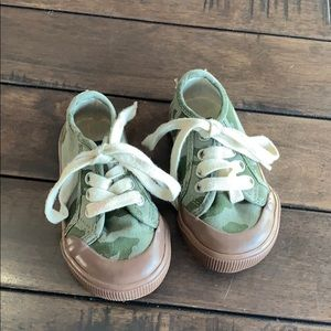 Baby Gap camo lace up sneakers